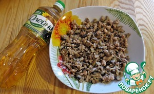 Mix all the stuffing ingredients (onion+mushrooms+ground beef) and stir.