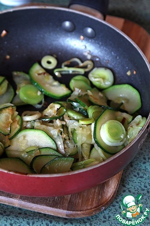 Now fry onion, zucchini and garlic in sunflower oil until translucent zucchini...
