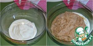В миску выложить греческий йогурт. Добавить к нему массу из блендера.   Тщательно всё смешать.