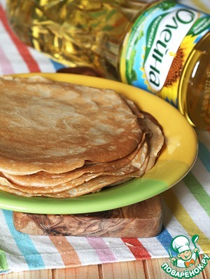 In a hot pan, greasing it with sunflower oil and bake the pancakes with a small diameter. I got 10 PCs.