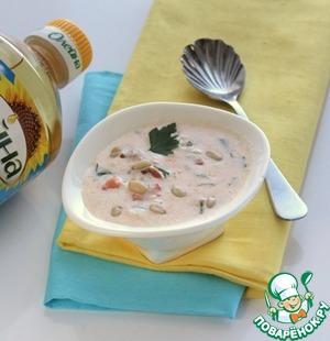 В остывший соус добавить зелень и кедровые орешки.