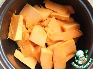 Время приготовления указано без учета времени выпечки. Очистить и порезать тыкву на кусочки. Залить водой и отварить до мягкости.