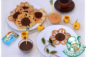 Рецепт: Блины-подсолнухи с шоколадным и фруктовым соусами