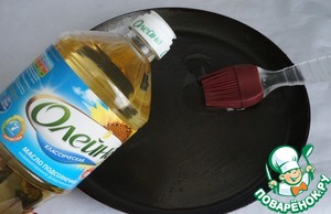 For pancakes pancake pan greased with vegetable oil Oleina.