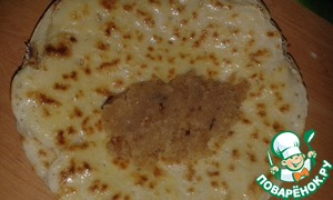 Pancakes to fry from two parties to grease with a butter. On each put the stuffing and wrap the envelope