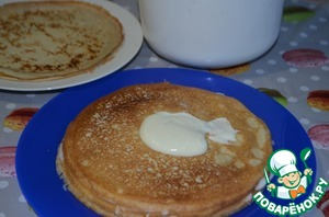 Coat each pancake with cream. Ten pancakes to defer non-lubricated.