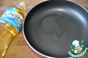 """In a pan pour sunflower oil """"generous gift""""."""