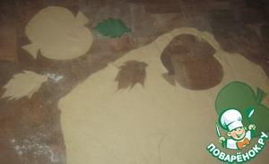 Вырезаем шаблон и по нему вырезаем яблоки и листья