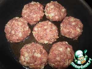 Shape the meatballs and fry in sunflower oil until cooked on both sides.