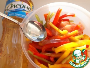 In mixer bowl combine peppers with chicken fillet, add soy sauce, pepper and sunflower oil. Mix well and leave for 20 minutes to marinate.