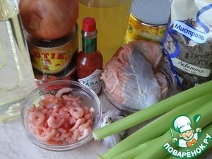 Подготовьте ингредиенты. Можно использовать как только рыбу, так и в смеси ее с морепродуктами. Также можно готовить только из морепродуктов. В качестве рисовой составляющей я использую рис Акватика Color Mix ТМ Мистраль. Почистите и порежьте лук, чеснок и сельдерей.