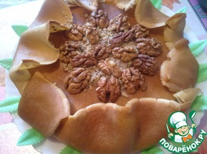 Decorate the cake with the nuts. Serve warm. Help yourself!