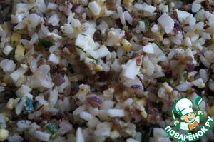 Обжарить все вместе на сковороде в течении 3-х минут, заправить солью, перцем и специями по вкусу. Добавить зелень.