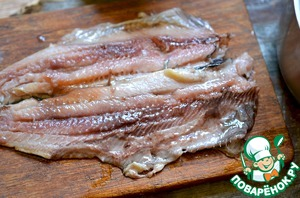 The recipe can be used as salted and pickled herring. I had pickled in jars.  Herring remove from the marinade, clean from the bones.