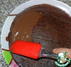 Затем смазываем остывшие блинчики кремом и даём пропитаться. Я торт готовила вечером, кушали на утро. Получился очень шоколадный)) ммм))
