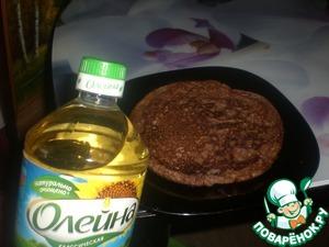 Приготовить тесто, по консистенции как сметана, испечь из него толстые шоколадные блины
