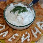 Помидорные оладьи с соусом из брынзы