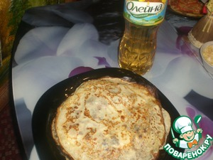 Thin pancakes bake any recipe, but not add a lot of sugar, the crepes should be savory