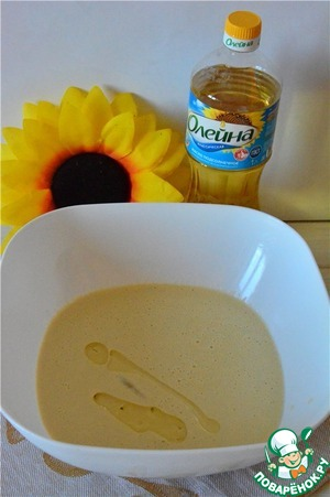 In the resulting dough add vegetable oil Oleina