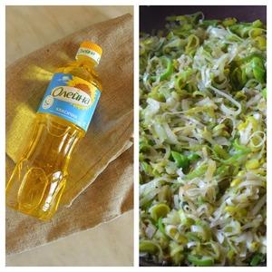 1.Тонко порезать лук-порей и потушить его в подсолнечном масле, добавив небольшое количество соли, примерно минут пять.