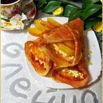 Блинчики в карамельном сиропе с сыром и яблоком