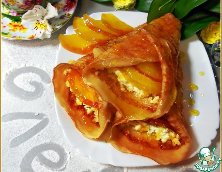 Рецепт: Блинчики в карамельном сиропе с сыром и яблоком