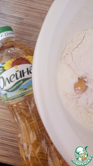 Combine with whisk all the ingredients for the pancake. In order not to grease the pan, in the dough, I add vegetable oil. Ideal vegetable oil TM Oleina