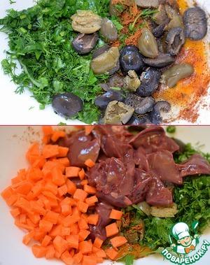 Для вкусной начинки. Вбиваем одно яйцо в миску. Добавляем к нему зелень, специи и соль, нарезанные оливки (чёрные и зелёные), нарезанную кубиками морковь и крупными кусочками печенку.