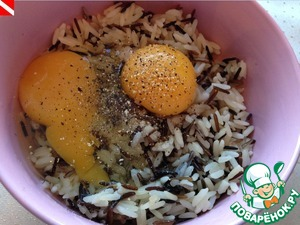 Add 1 whole egg and the yolk of the second egg, your favorite seasonings. Today I have lemon salt and black pepper, I like more to use oregano or red chili pepper.
