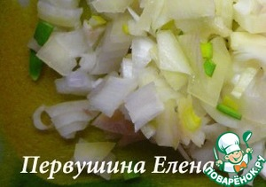 Onion cut into small cubes and marinate in vinegar water for 15 minutes.