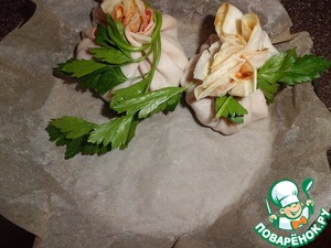 ... formed bags. Fasten a sprig of parsley (maybe a toothpick).  The pan cover with parchment paper and lay out the bags.