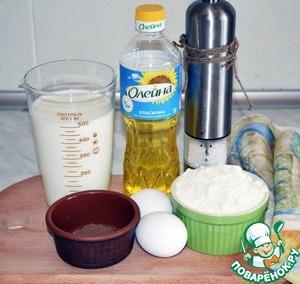 Первым делом приготовим полосатые блины. Для этого нам понадобится молоко, яйца, соль, мука, растительное масло и какао-порошок.