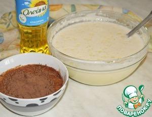 Два ополонника теста отливаем в отдельную посуду и соединяем с какао-порошком. Хорошо перемешиваем, чтобы не образовалось комочков.