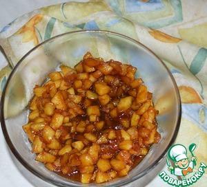 Прогреваем яблоки еще 3-4 минутки и перекладываем в другую посуду для остывания.