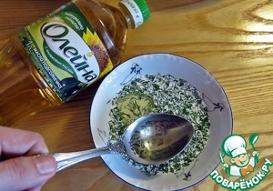 Dill finely chop. In a bowl (or the bowl of a blender), mix the dill, cream and olive oil. Beat with a blender until smooth.