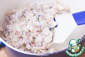 4. Смешать рис, грибную начинку и соус. Выправить на соль.