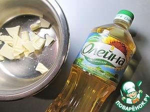 Для помадки растапливаем шоколад с растительным маслом, погружаем в него каждую из лимонных долек до половины, оставляем на силиконовом коврике до застывания шоколада. В остальной шоколад добавляем апельсиновый сок, а еще лучше ликер и разогреваем на небольшом огне, помешивая, до однородности.