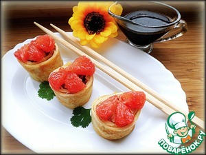 Wrap the breast in pancakes, cut into 6 pieces, decorate the top with peeled slices of grapefruit and serve with sauce want konnyaku.