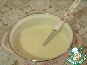Смешиваю в чаше молоко, сахар, яйца, соль, гашенную соду, мелко нарезанный спелый душистый банан и хорошенько пробиваю блендером. Добавляю муку, хорошенько вымешиваю, чтобы не было комочков и вливаю воду. В последнюю очередь в тесто вводится растительное масло.