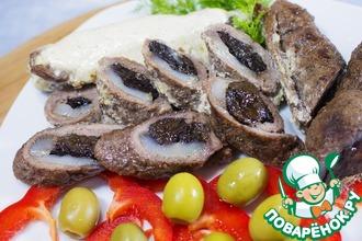 Рецепт: Мясные рулеты с черносливом в сливочном соусе