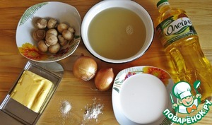 Meanwhile, prepare mushroom sauce for pancakes! Here are our ingredients. Mushrooms, wash and boil for 5 mins after boiling in 3 cups (faceted) of water. We need a mushroom, fragrant broth for the sauce.