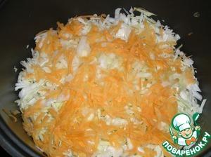 Carrots to RUB on a large grater, half put into a bowl. The remaining chopped vegetables to put in the same order: cabbage, onion, carrot, salt, pepper.