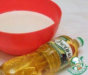 Приготовьте блинчики по любимому рецепту. У меня такой: яйца (2 шт) взбить с молоком (2 ст), сахаром (2 ст. л.) и солью (щепотка). Постепенно добавить муку (1 ст), тщательно размешивая, чтобы не было комочков. Добавить 2 ст. л. растительного масла (у меня ТМ «Олейна»), размешать.