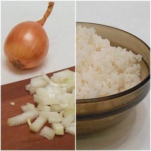 Сварить до готовности рис. Лук почистить, нарезать кубиками.