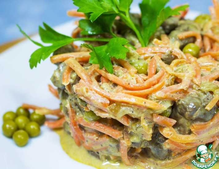 Рецепт: Салат с печенью и корейской морковкой