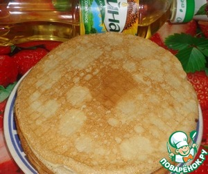 Meanwhile, prepare the dough for pancakes: mix milk with sugar, add egg and flour. In the dough add the sunflower oil Oleina TM for flavor and prevent sticking pancakes to the pan.