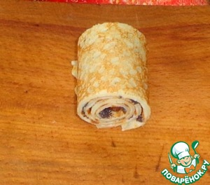 Collapsible roll. So do the rest of the pancakes.  Rolls spread on a plate and served to the table.   Bon appetit!