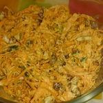 Морковный салат с изюмом и орехами