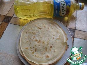 На разогретую и смазанную растительным маслом сковороду наливаем половником тесто. Жарим с двух сторон.