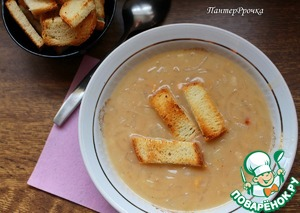 The soup is perfect croutons of white bread (in our case nesdobnoe).